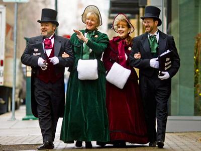 Dickens Carolers