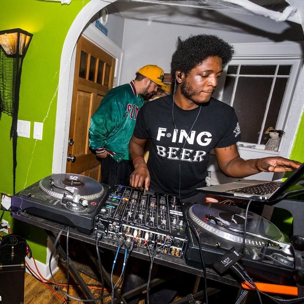 DJ Max Gain